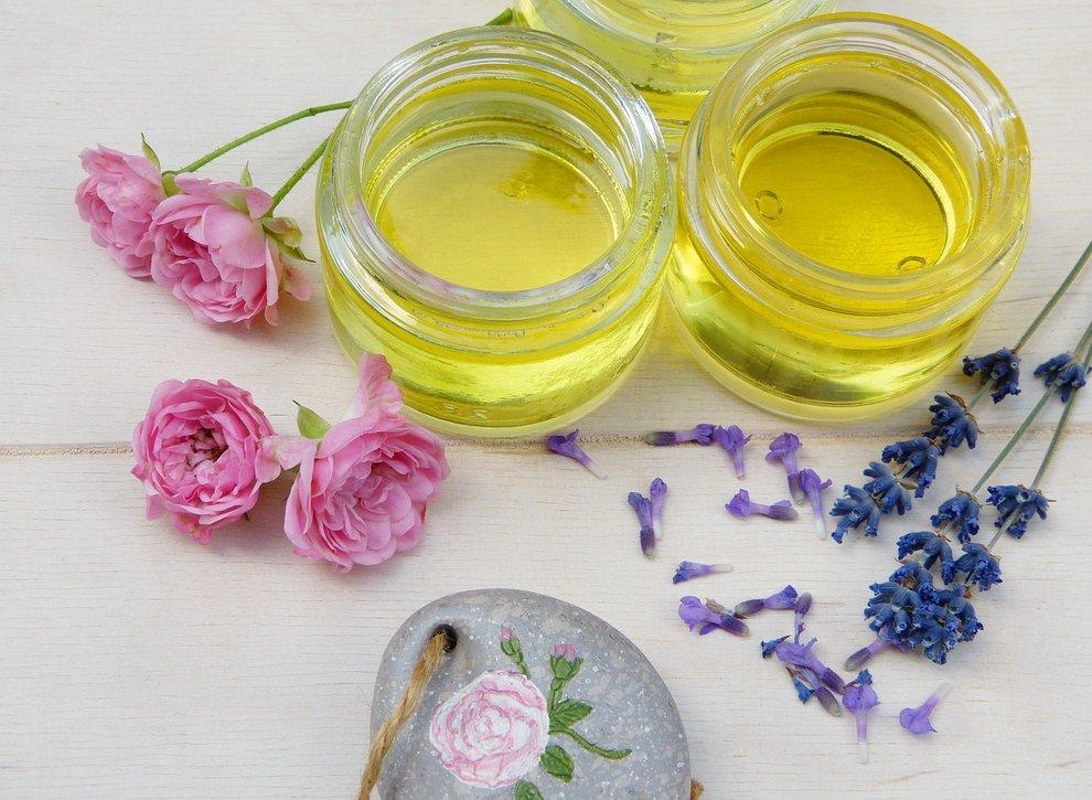 Esenciální oleje krásně voní a navíc mají antibakteriální účinky.
